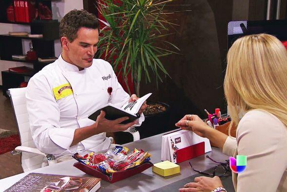 El libro de recetas que le dio hace algún tiempo es su arma secreta para...