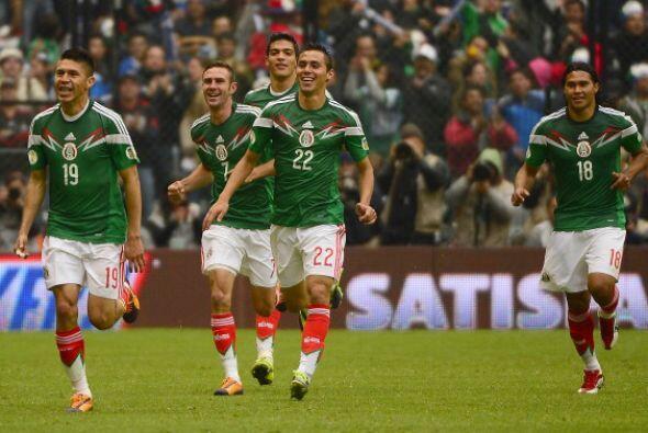 La selección de México en pleno, sus jugadores y en especial sus directi...