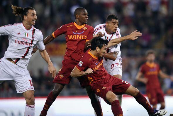 Roma empató con un gol del argentino Nicolás Burdisso pero no pudo mante...