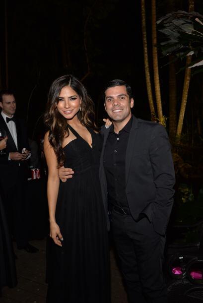 Ale Espinoza llegó del brazo de su esposo Anibal.