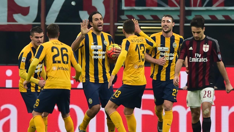 Milan empata con el colista Hellas Verona