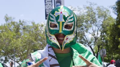Baile, música y mucha fiesta de la afición mexicana en el Memorial Coliseum