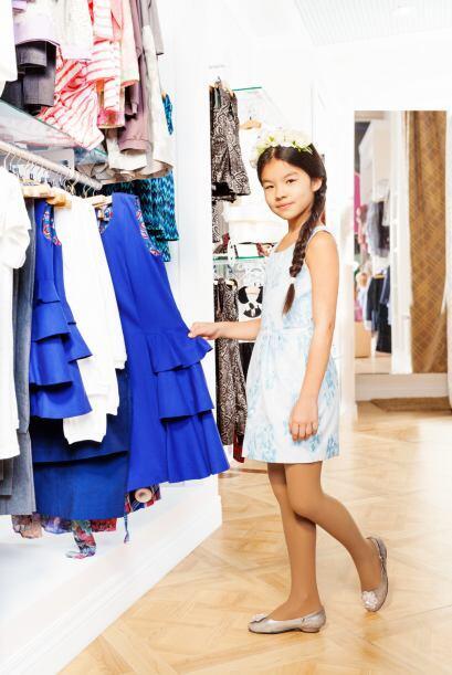 Dale un giro al 'look' combinando vestidos y jardineros coloridos con go...