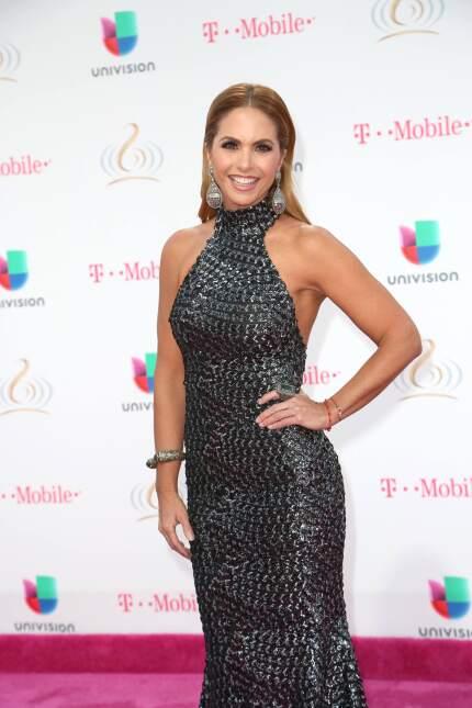 Lucero en la alfombra de Premio Lo Nuestro a la música latina/Miami, 23...