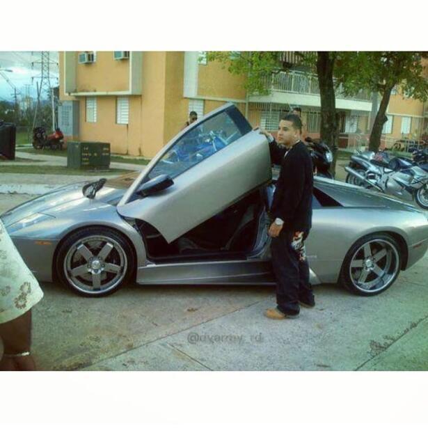 Vatim 243 Vil Papa Francisco Subasta Su Nuevo Lamborghini Hurac 225 N Univision