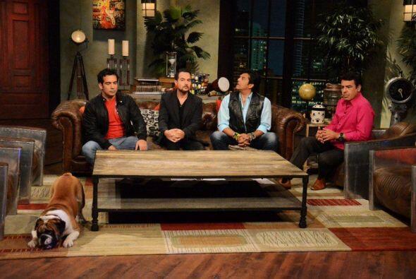 El famoso actor Erik Estrada platicó y bromeó con los conductores del pr...