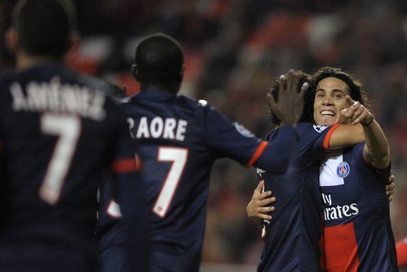 El uruguayo Edinson Cavani marcó el primer tanto del duelo en favor de l...