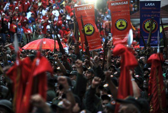 Las calles de Caracas se llenaron de cientos de seguidores que mostraron...