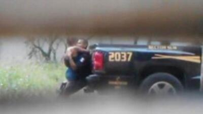 Captan a un policía mexicano teniendo sexo en la parte trasera de su pat...