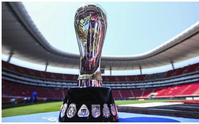 El trofeo que ostenta Chivas y que buscará defender desde este fi...