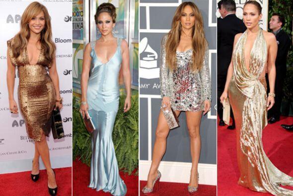 Jennifer Lopez ama presumir su fabulosa piel bronceada con prendas metal...