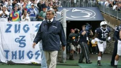 Joe Paterno, de 84 años de edad, ha sido el ilustre líder del equipo de...