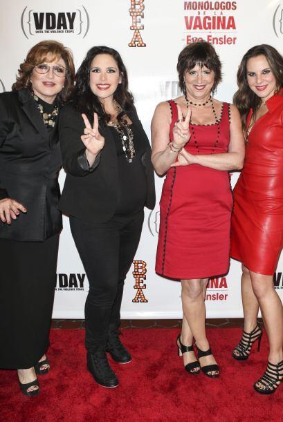 Las actrices estuvieron acompañadas por la autora de la obra, Eve Ensler.