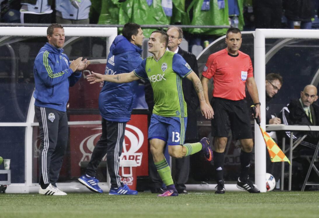 Los colores del fútbol en Seattle en la MLS GettyImages-625211064.jpg