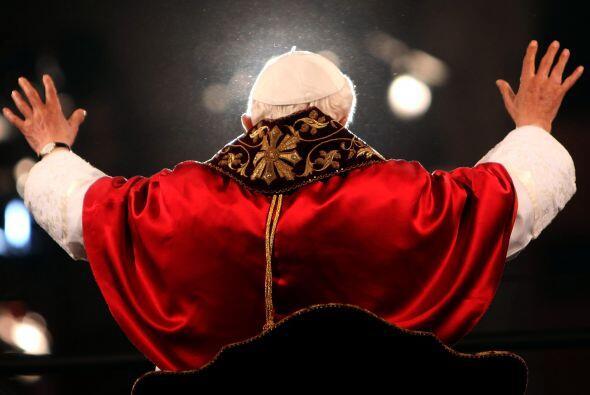 16. ¿Cuáles son las razones exactas aducidas por Benedicto XVI para su r...