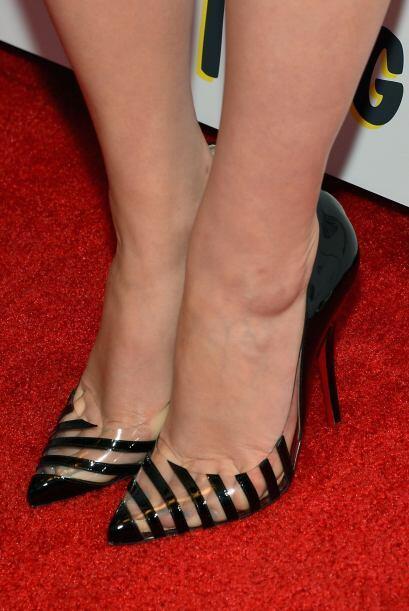 Miren estas increíbles zapatillas. Este diseño con detalles transparente...