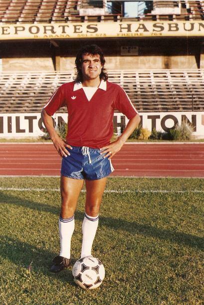 Lobos, conocido por su pasado como futbolista profesional, llegó a jugar...