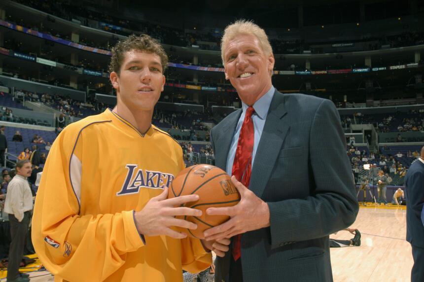Es el padre del también del ex jugador profesional en la NBA Luke Walton...