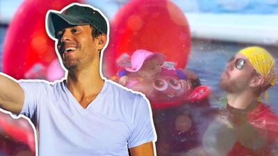 Enrique Iglesias le saca sonrisas a su bebé con juegos en el agua