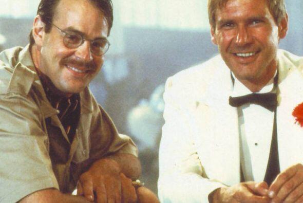 Aquí el actor con Harrison Ford sacándose la foto del recuerdo. Más estr...