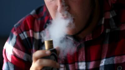 """Autoridades sanitarias califican de """"epidemia"""" el uso de cigarrillos electrónicos entre los jóvenes"""