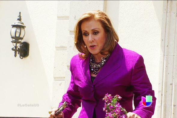 ¡Ayyy, pero no se tardó nada! Te descubrió , ella es Lorenza Martínez Ne...