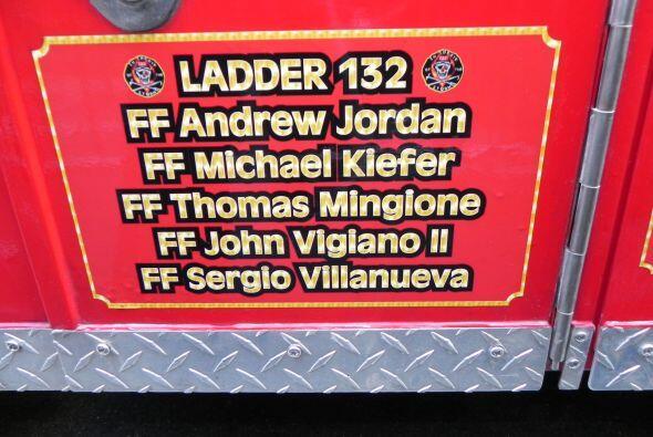 Carro bombero recuerda a sus caídos el 9/11 214167848a0145bba0dc0a4ef84a...