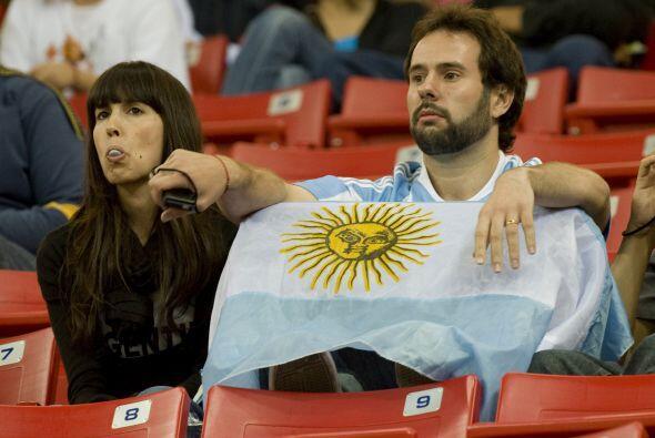 ¿Y esa lenguita para quién fue? la pareja de aficionados argentinos sufr...