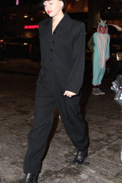 ¿Quién le dijo a Miley Cyrus que ese comando iba bien con esos zapatos?