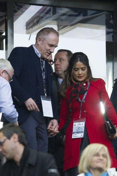 Salma acudió con su marido a la final de la Copa en Francia.Mira aquí lo...