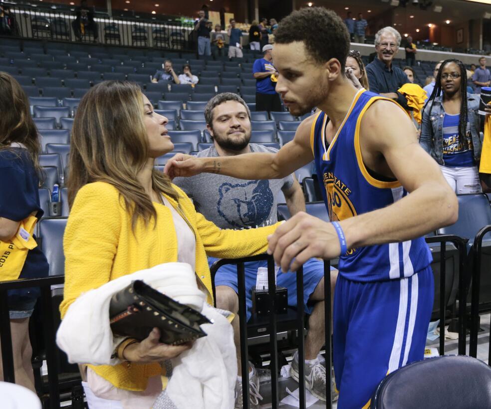 El éxito de Stehpen Curry ha sido inspirado y acompañado por su madre, S...
