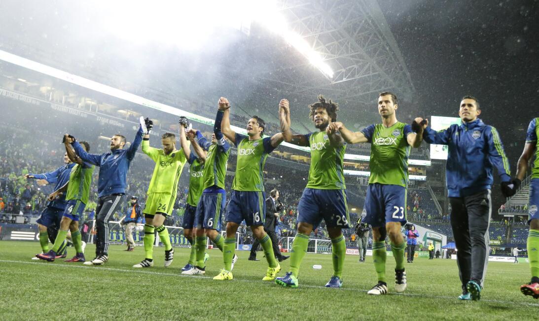 Los colores del fútbol en Seattle en la MLS AP_16328234462656.jpg