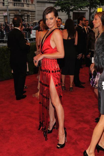 Milla Jovovich también eligió un modelo Prada, aunque no muchos quedaron...
