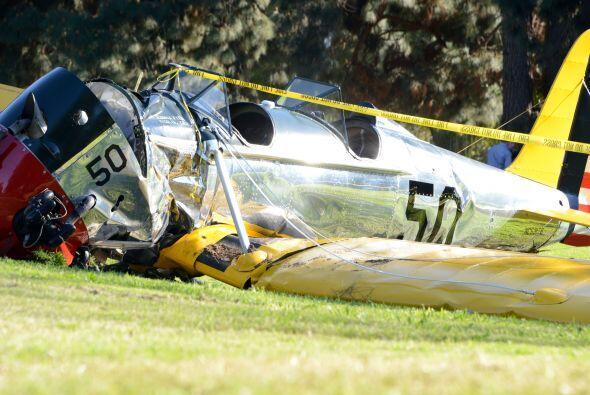 Testigos dicen que el avión se precipitó de nariz, directo al campo de g...