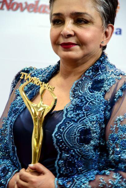 Ana Martín como Mejor Primera Actriz por Amores Verdaderos.
