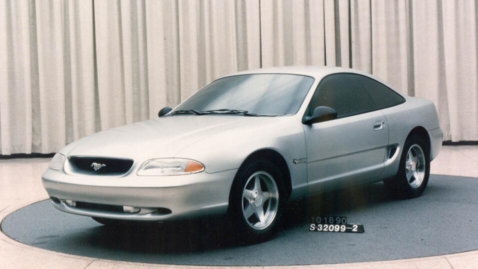 Autoridades investigan al Ford Fusion por riesgo de que su volante se su...