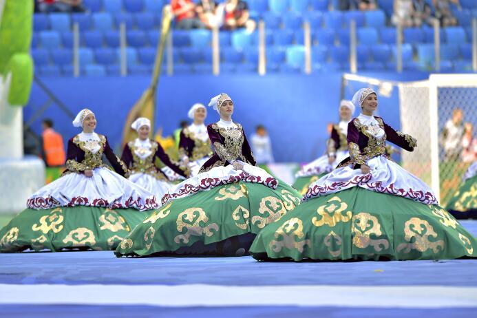 ¡Hermosas! Las mujeres rusas pusieron la belleza en el inicio de la Conf...