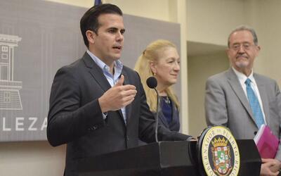 El gobernador Ricardo Rosselló junto a la directora de la Faculta...