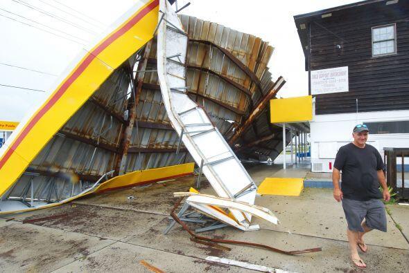 El huracán 'Earl' ya causó severos daños en Carolina del Norte. Meteoról...