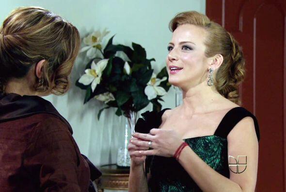 """Aunque solo comparten el mismo padre, """"Renata""""  (Silvia Navarro)y """"Rober..."""