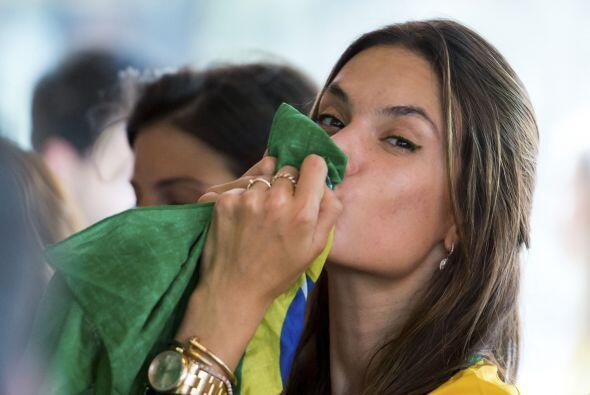 La súper modelo guardaba la esperanza de que Brasil pudiera remontar en...