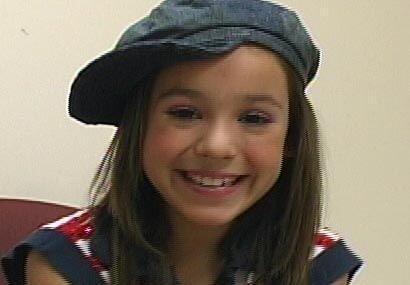 Aquí, con su gorrita muy al estilo de Amy, la niña de la mochila Azul.