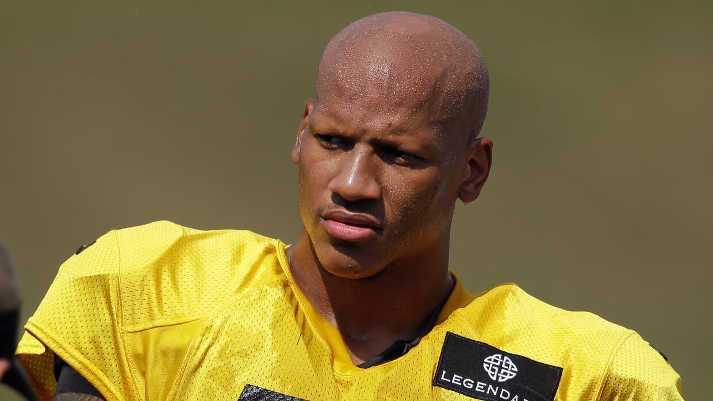 El apoyador interior de los Pittsburgh Steelers, Ryan Shazier durante un...