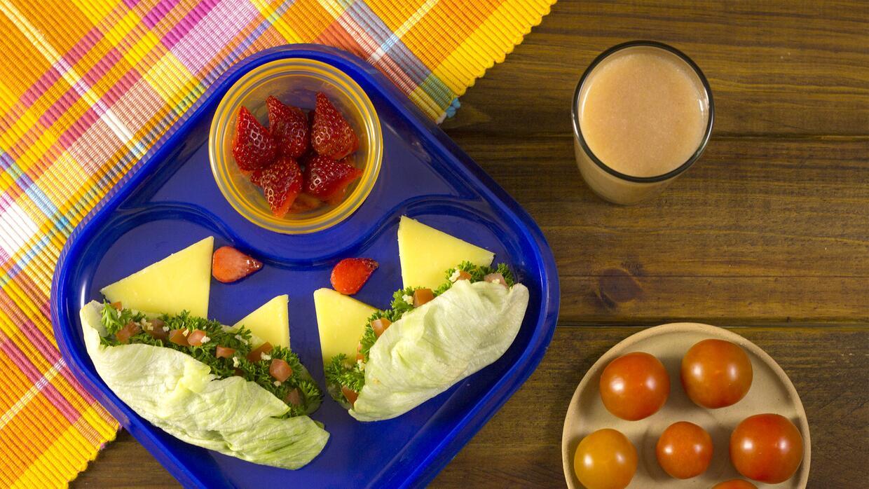 Lunch Box Día 5 - Taquitos de tabule + queso manchego + fresas + agua de...