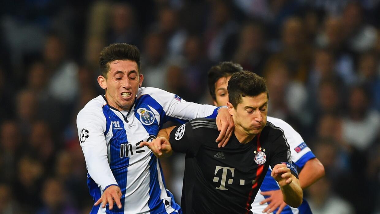 El mexicano fue reconocido por Porto como el mejor jugador de la temporada.