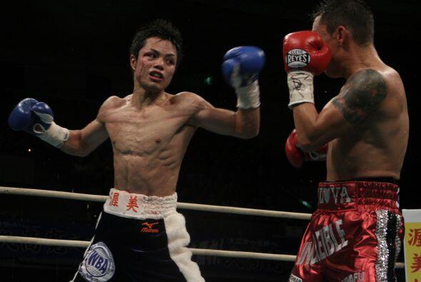 El mexicano Hugo Cázares venció por decisión unánime al japonés Hiroyuki...
