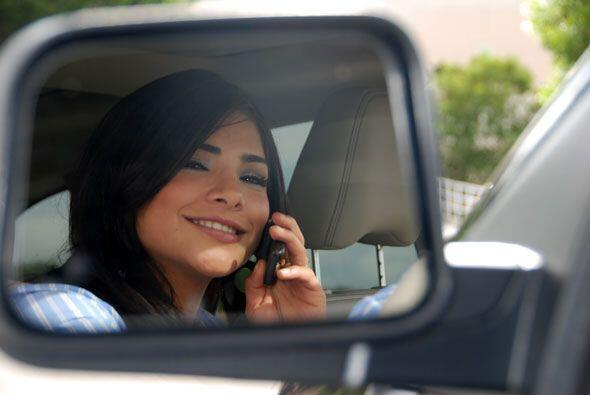 La tijuanense de 20 años está sumamente feliz con su nueva camioneta.