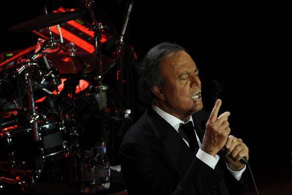 El famoso madrileño es hijo del reconocido cantante Julio Iglesias y de...