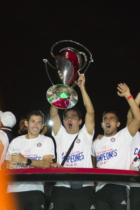 Chivas festejó con su afición la obtención de la Copa MX