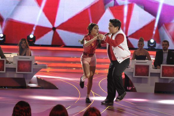 Athena y Rommel bailaron al ritmo del rock and roll.